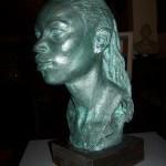 """""""Amandine"""". Terracota amb pàtina de bronze sobre base de fusta"""